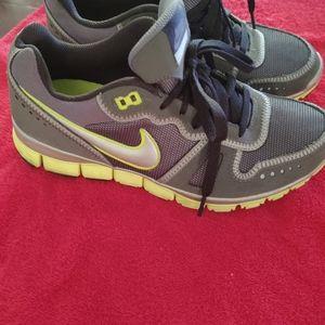 Ladies Nike Tennis shoes,, sz. 10
